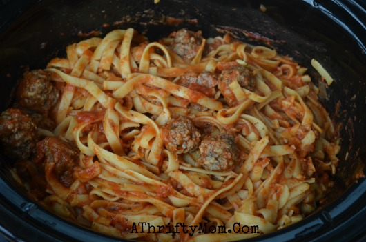 Rich and Hearty Fettuccine Pasta and Meatballs Slow Cooker Recipe ~ Crockpot Pasta recipe
