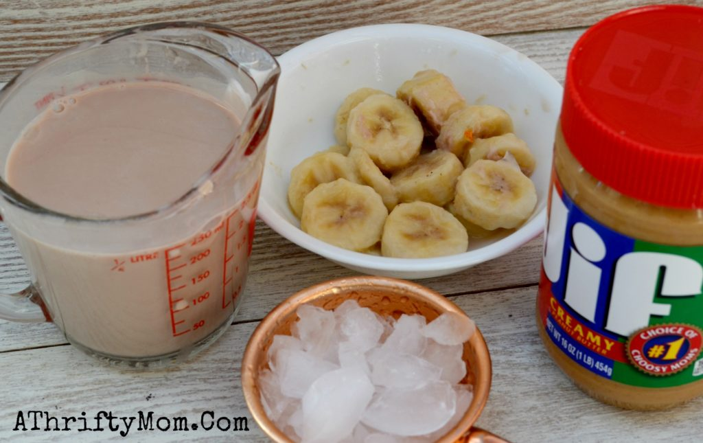 Peanut Butter Moo'd Smoothie, Copy Cat Recipe for Jamba Juice. Peanutbutter chocolate and bananas #CopyCatRecipe, #JambaJuice, #Peanut Butter Moo'd Smoothie