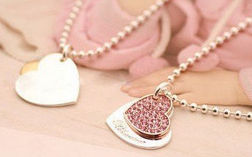 heart  necklace only  shipped free, awesome gift idea or party favor for a tween or teen party #Fashion, #Party, #FreeShipping