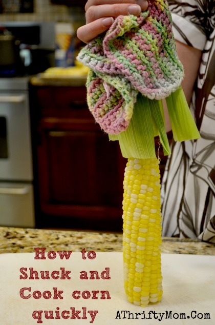 How to shuck and cook corn on the cob quickly, in 3 simple steps.  No corn silk will be left, it comes out clean   #Corn, #HowToShuckCornQuickly, #CornOnTheCob