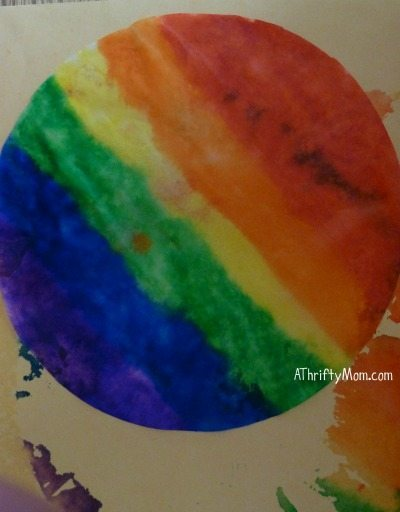 rainbow goody bags made from coffee filter, #saintpatricksday, #rainbow, #partyfavors,#rainbowgift, #rainbowsnack, #stpatricksdaysnack, #stpatricksdaygoodybags, #holiday,#thriftysnackideas, #thriftypartyfavors