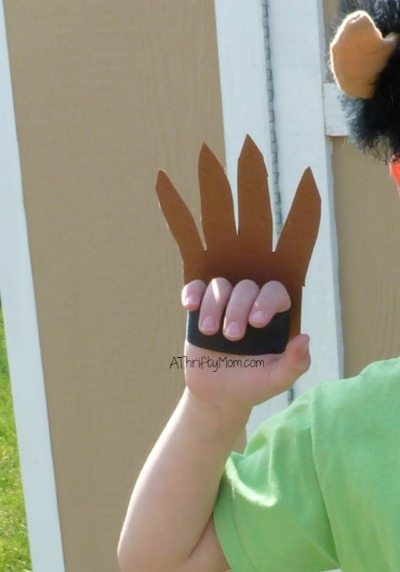 diy monster claws, easy costume idea, easy costume, monster hands, thrifty costume, claws, thrifty monster costume