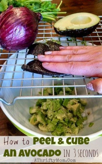 How to Peel and cube an avocado in 3 seconds,guacamole made in seconds this this awesome kitchen hack, dice an avocado, fast and easy healthy guacamole recipe, kitchen hacks